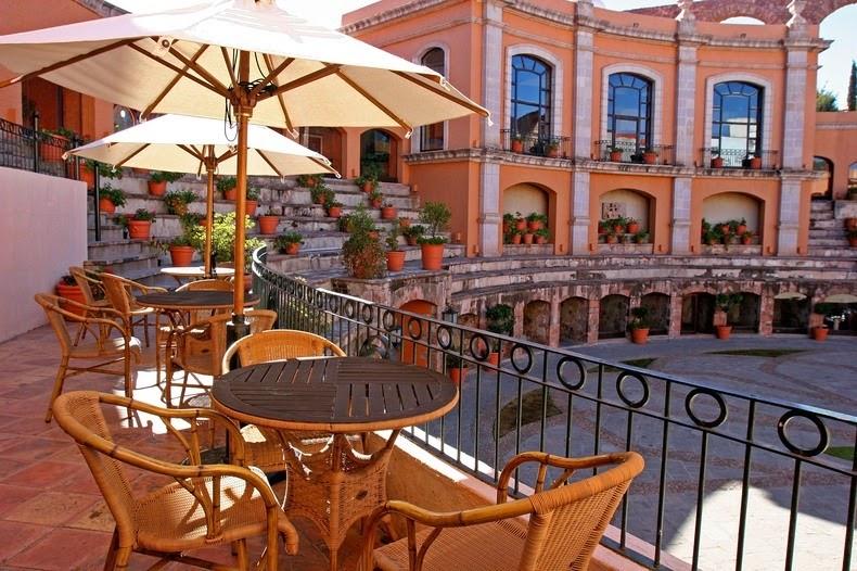 perierga.gr - Πανέμορφο ξενοδοχείο μέσα σε... αρένα ταυρομαχιών!