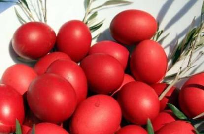Perierga.gr - Γιατί βάφουμε κόκκινα αυγά τη Μεγάλη Πέμπτη