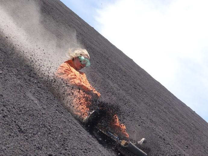 perierga.gr - Καταβάσεις ηφαιστείων για τολμηρούς!