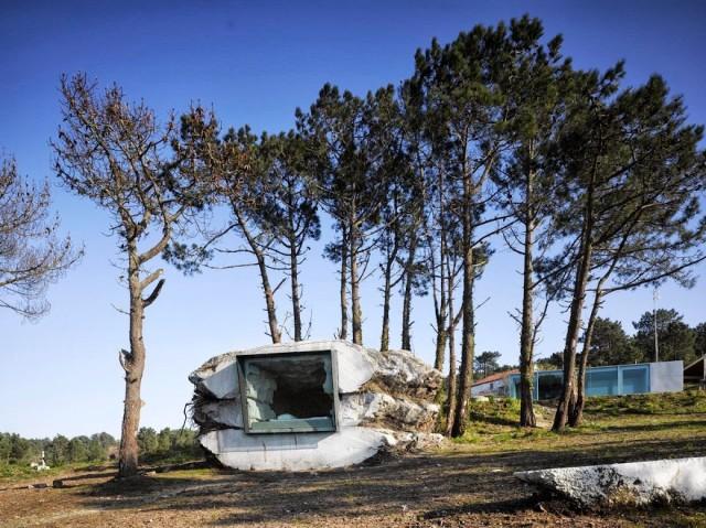 perierga.gr - Εξοχικό σπίτι χτισμένο μέσα σε... βράχο!