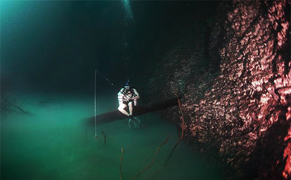 perierga.gr - Ανακάλυψαν υποθαλάσσια λίμνη στον ωκεανό!
