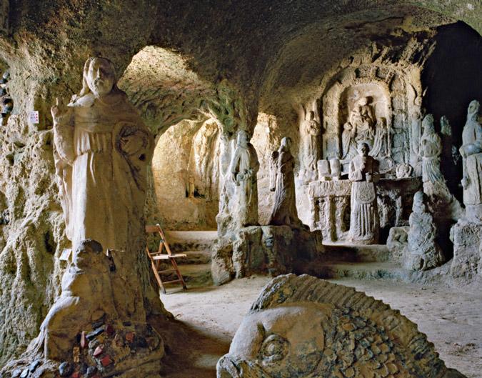 perierga.gr - Πανέμορφες εκκλησίες σε σπήλαια!