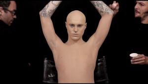 perierga.gr - Αφαιρώντας το μακιγιάζ του προκαλεί σοκ! (βίντεο)