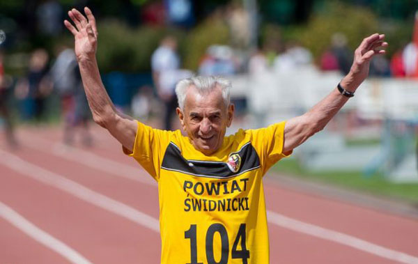 perierga.gr - Ο γηραιότερος άνθρωπος της Ευρώπης τρέχει... κατοστάρι!