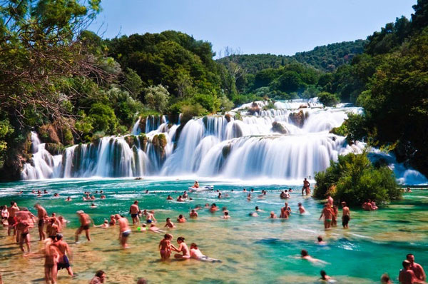 perierga.gr - Εκπληκτική φυσική πισίνα με καταρράκτες!