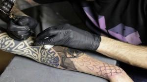 perierga.gr - Τατουάζ σε αργή κίνηση! (βίντεο)