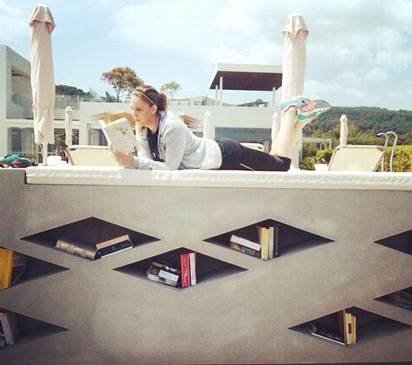 perierga.gr - Η μοναδική βιβλιοθήκη σε παραλία στην Ελλάδα!