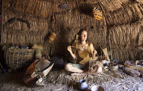 perierga.gr - Εγκατέλειψε τα πάντα και ζει σαν ερημήτισσα στο δάσος!
