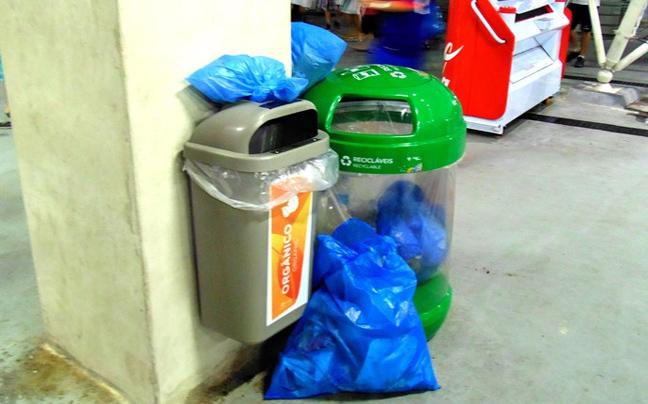 Perierga.gr - Καθάρισαν και πάλι οι Ιάπωνες φίλαθλοι