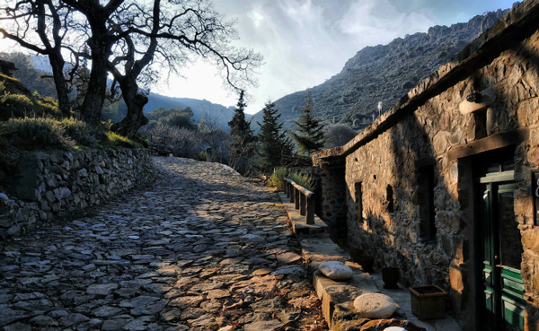 perierga.gr - Οικισμός χωρίς ηλεκτρικό στα Χανιά, στις 50 μαγικές τοποθεσίες της Ευρώπης!