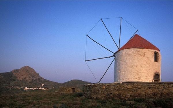 Perierga.gr - Ανεμόμυλοι: οι πέτρινοι γίγαντες του Αιγαίου