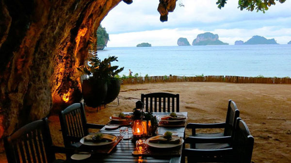 Perierga.gr - Ρομαντικό εστιατόριο σε σπηλιά δίπλα στην παραλία