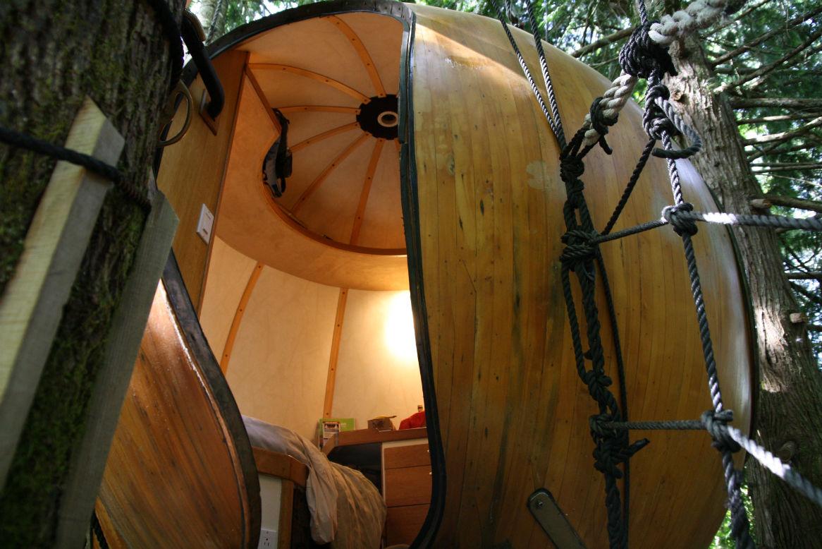 perierga.gr - Έχτισε το σπίτι των ονείρων του σε ένα… δέντρο!