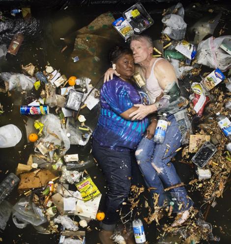 perierga.gr - Τι θα γινόταν αν πετούσαμε για 1 εβδομάδα σκουπίδια στο πάτωμα του σπιτιού;