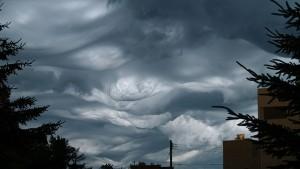 perierga.gr - Τεράστια «κύματα» στον ουρανό (βίντεο)!