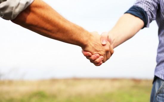perierga.gr - Επιστήμονες προτείνουν αλλαγή του τρόπου χειραψίας
