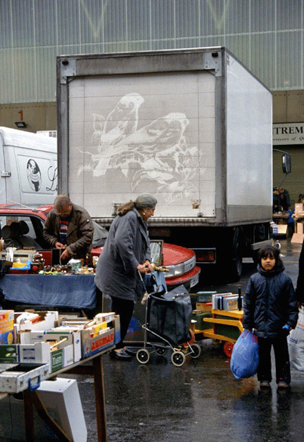 Perierga.gr - Μετατρέπει βρόμικα φορτηγά σε... έργα τέχνης!