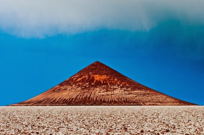 perierga.gr - Cono de Arita: Η παράξενη ηφαιστειακή πυραμίδα της Αργεντινής
