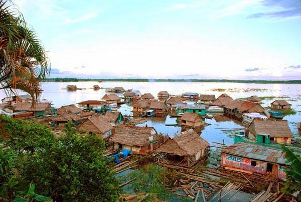 Perierga.gr - Iquitos: Η μεγαλύτερη πόλη χωρίς οδική πρόσβαση!