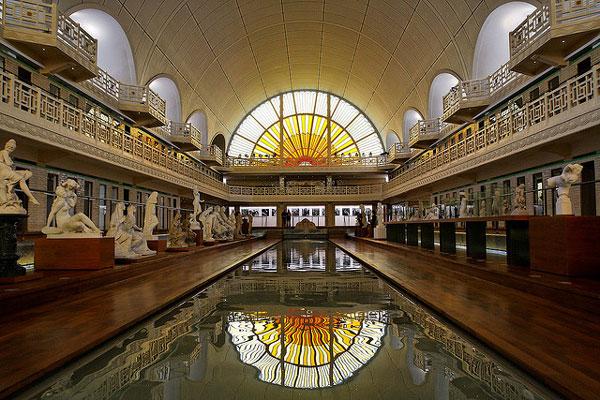 perierga.gr - Η πισίνα που έγινε… μουσείο!