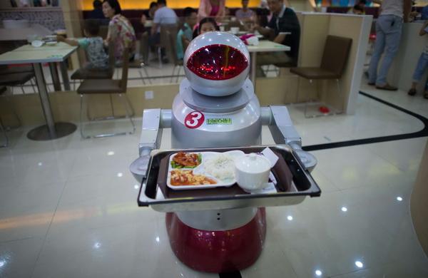 Perierga.gr - Εστιατόριο χρησιμοποιεί ρομπότ σερβιτόρους και μάγειρες
