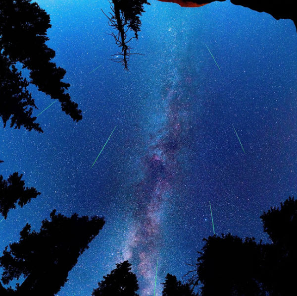 """Perierga.gr - Εντυπωσιακά """"τόξα"""" αστεριών στο νυχτερινό ουρανό"""