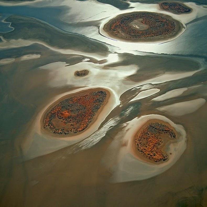 perierga.gr - H παράξενη λίμνη Amadeus της Αυστραλίας!