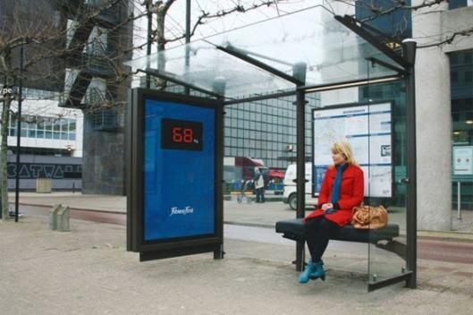 perierga.gr - Παγκάκια-ζυγαριές στις στάσεις λεωφορείων στη Μόσχα!