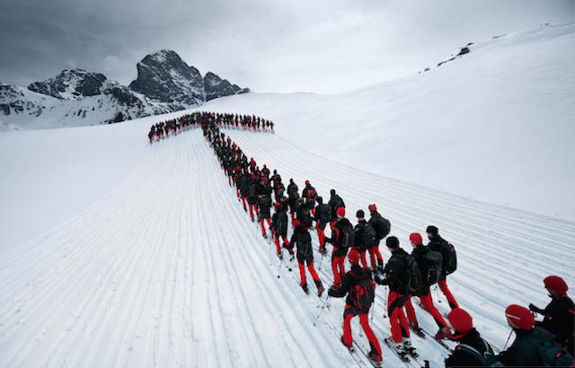 perierga.gr - Εντυπωσιακοί σχηματισμοί ορειβατών στις Άλπεις!