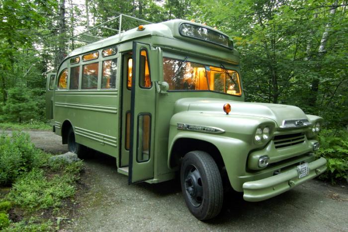 perierga.gr - Σχολικό λεωφορείο μεταμορφώθηκε σε κουκλίστικο σπιτάκι!
