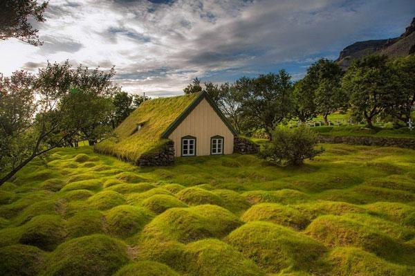perierga.gr - Εντυπωσιακή εκκλησία με πράσινη στέγη!