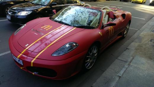 perierga.gr - Delivery με Ferrari στη Μελβούρνη!