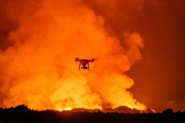 Perierga.gr - Βουτιά σε ηφαίστειο με τα... μάτια ενός drone!