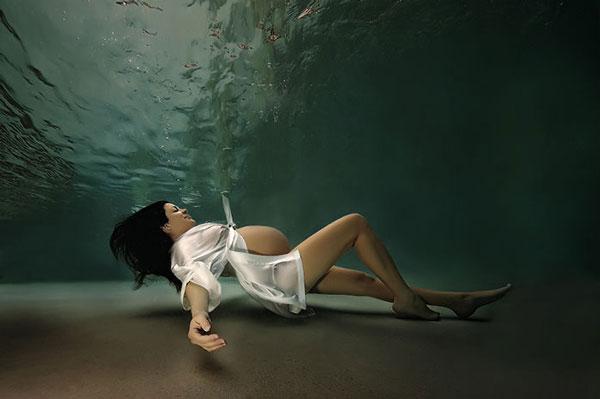perierga.gr - Εγκυμονούσες... γοργόνες φωτογραφίζονται υποβρυχίως!