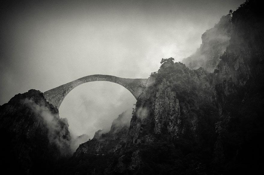 perierga.gr - Παλιές γέφυρες δημιουργούν εκπληκτικά τοπία!