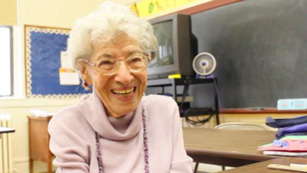 perierga.gr - Δασκάλα 100 ετών σε σχολείο του Μπρούκλιν!