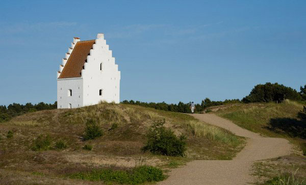 "perierga.gr - Η ""θαμμένη"" εκκλησία του Skagen"