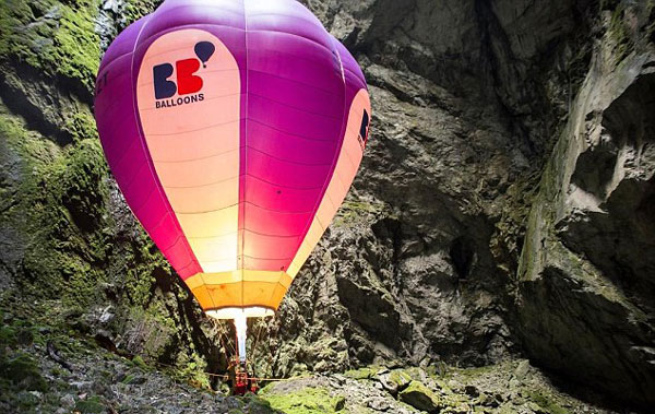 perierga.gr - Υπόγεια πτήση με αερόστατο!