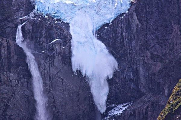 "perierga.gr - Ο ""κρεμαστός"" παγετώνας της Χιλής!"