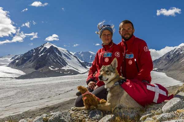 perierga.gr - Ταξίδεψαν με τα ποδήλατα και το σκυλί τους στη Μογγολία!
