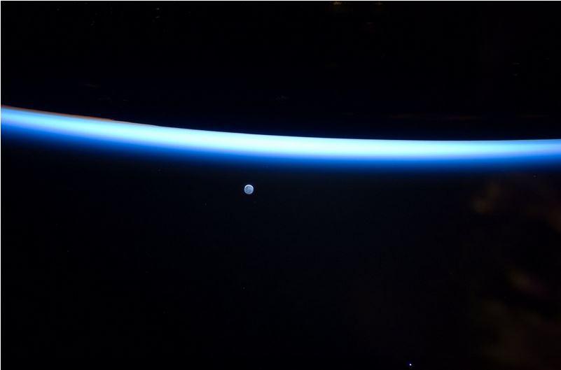 perierga.gr - Δείτε το φεγγάρι από... το Διάστημα!