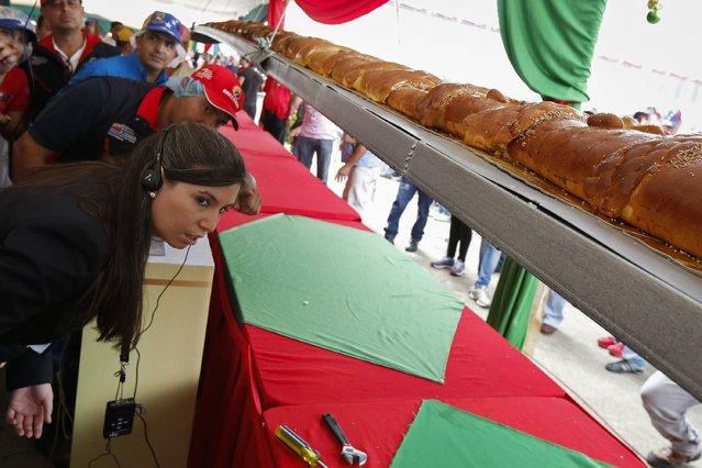 perierga.gr - Το μεγαλύτερο χριστουγεννιάτικο έδεσμα στη Βενεζουέλα!