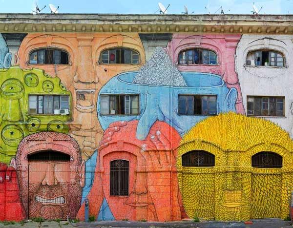 perierga.gr - Παράθυρα στους δρόμους της Ρώμης γίνονται... πρόσωπα!