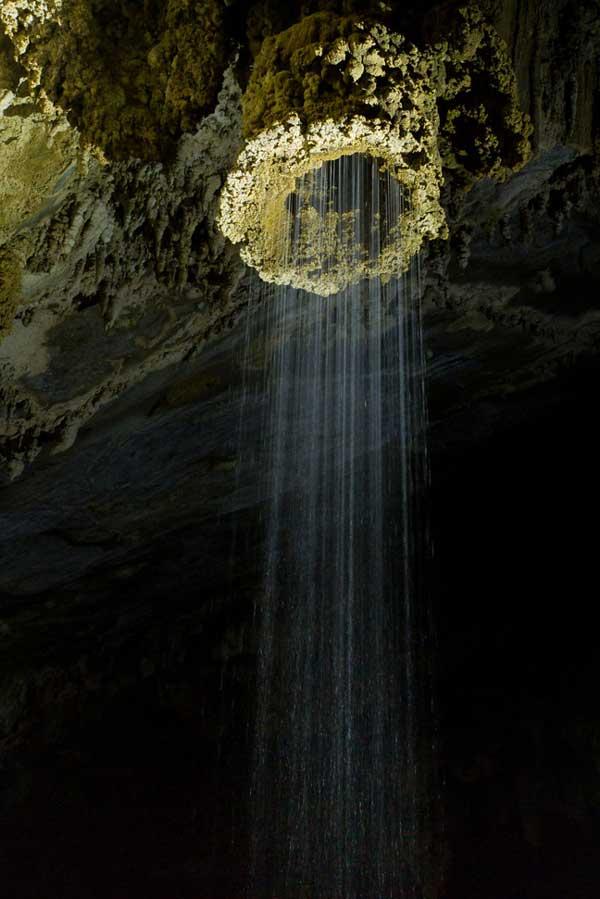 """perierga.gr - Εντυπωσιακός σχηματισμός """"καταρράκτη"""" σε σπηλιά!"""