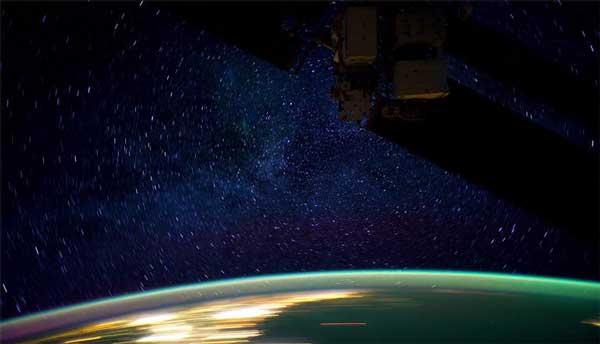 perierga.gr - Έξι μήνες της Γης από το Διάστημα σε 6 λεπτά!