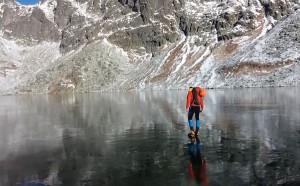 Περπατώντας πάνω σε μια παγωμένη λίμνη!