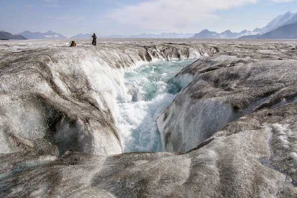 perierga.gr - Οι παγωμένες καταβόθρες της Γης!