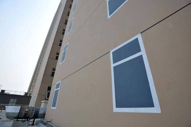 perierga.gr - Κτήριο στην Κίνα με... ψεύτικα παράθυρα!