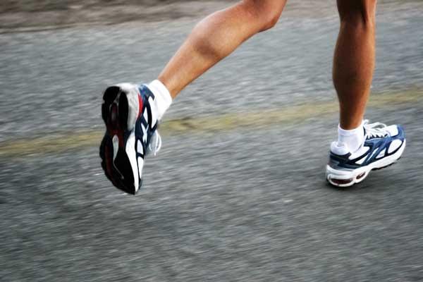 perierga.gr - Σταθείτε στο ένα πόδι για να μάθετε αν είναι υγιής ο εγκέφαλός σας
