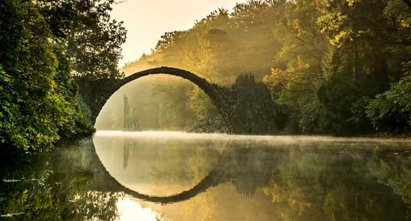 perierga.gr - Η εκπληκτικής ομορφιάς γέφυρα Rakotzbrücke!